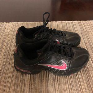 c787c993e0e3 Women s Nikes LIKE NEW Size 7